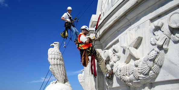 WJE's Difficult Access Team rappels the Minnesota State Capitol.